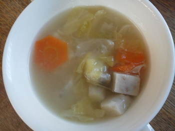 赤芽芋を使ったコンソメスープ.JPG