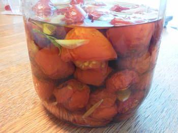 セミドライトマトのオリーブオイル漬け
